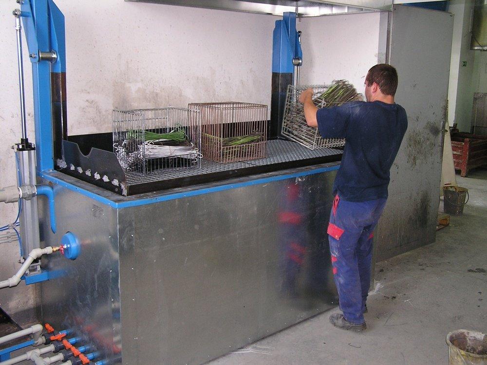 Varnish remover equipment<br /><!--[endif]-->CONTEG Pelhrimov varnish remover equipment with lifting gridiron.